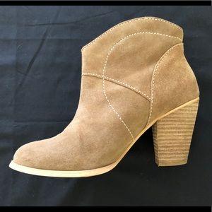 Shoemint Tan suede ankle boots size 7